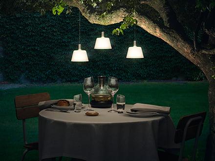 Schwarze Solar Tisch und Gartenleuchte für gemütliche