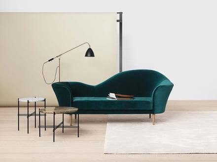 Grand Piano Sofa und TS Couchtische von Gubi