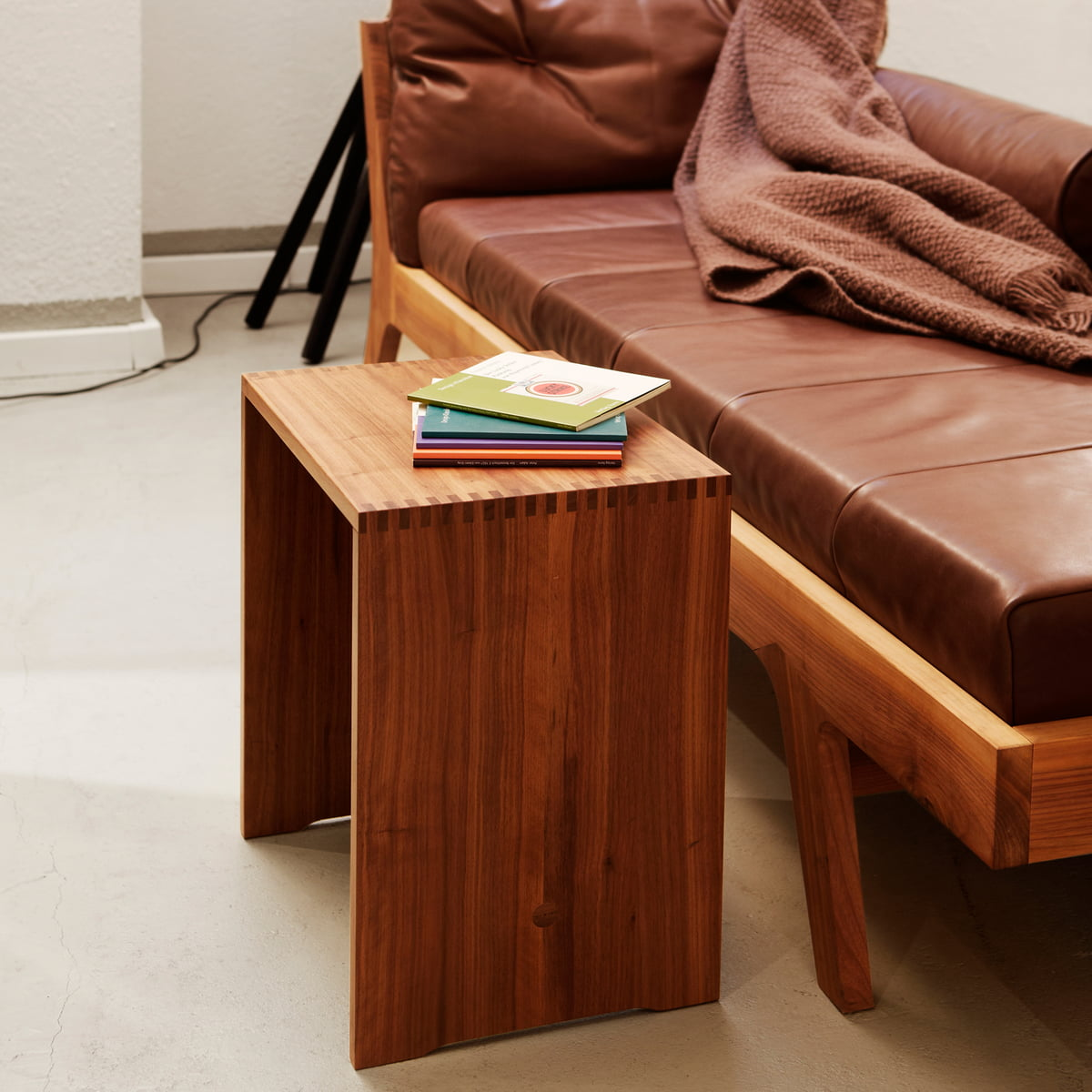 ulmer hocker nussbaum von max bill. Black Bedroom Furniture Sets. Home Design Ideas