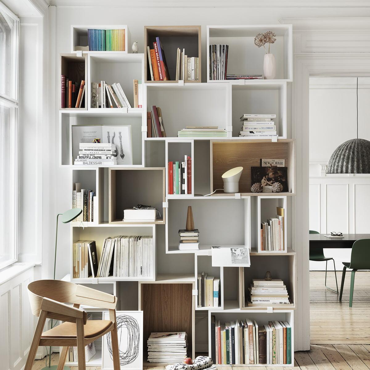 Die Suche nach einem neuen Bücherregal: MUUTO Stacked oder