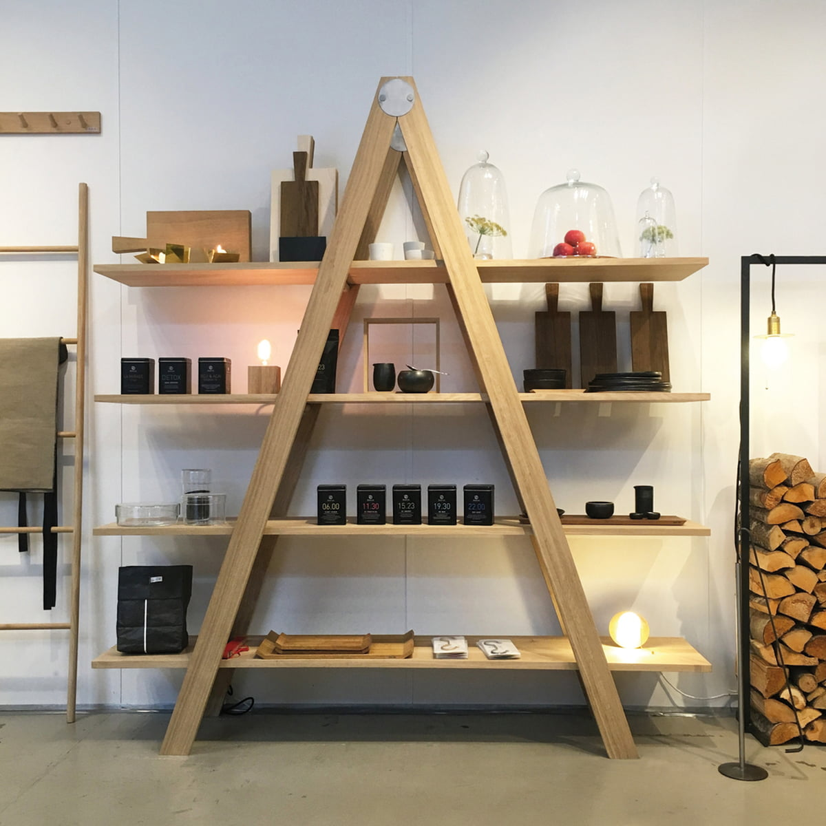 leiterregal von raumgestalt. Black Bedroom Furniture Sets. Home Design Ideas