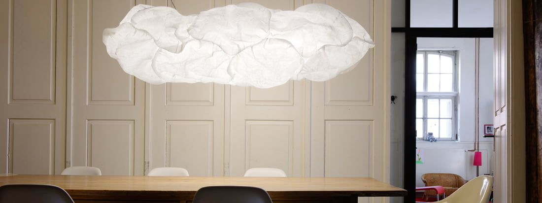 Belux ist ein Leuchtenhersteller aus der Schweiz. Die Cloud Lampen wirken zusammen wie eine weiße, flauschige Wolke, die im Raum schwebt. Im Shop erhältlich.