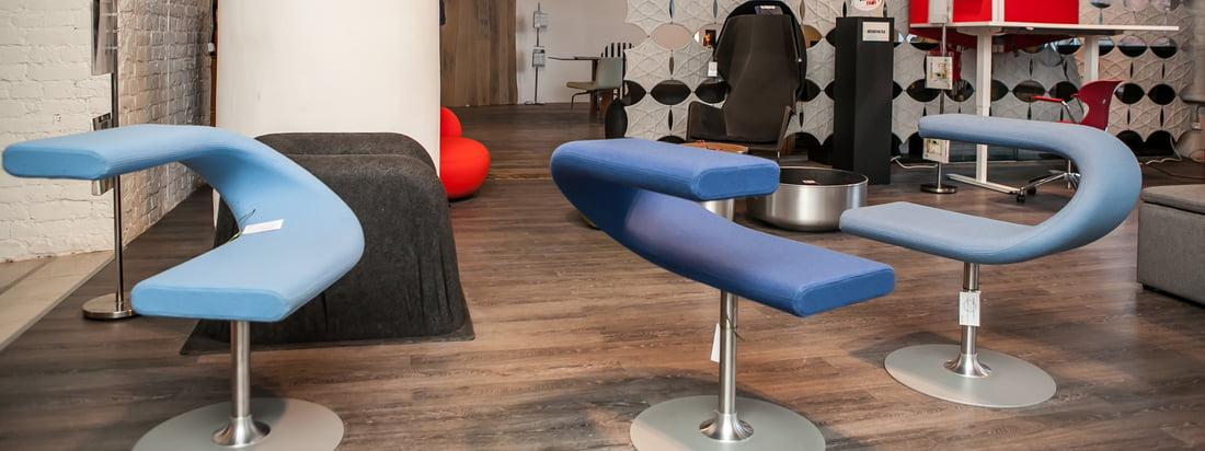 Bla Station ist bekannt für seine modernen Möbel. Der Innovation C Drehstuhl fasziniert mit einer schmalen Sitzfläche, die kunstvoll mit der Arm- bzw. Rückenlehne verbunden ist.