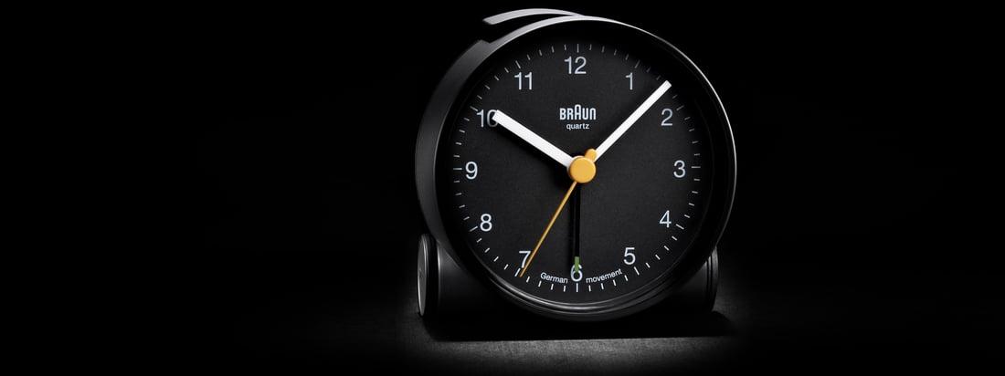 Braun steht für hochwertige technische Produkte. Der schwarze Wecker BNC001 überzeugt durch schlichtes Design und ein gut erkennbares Uhren-Ziffernblatt.