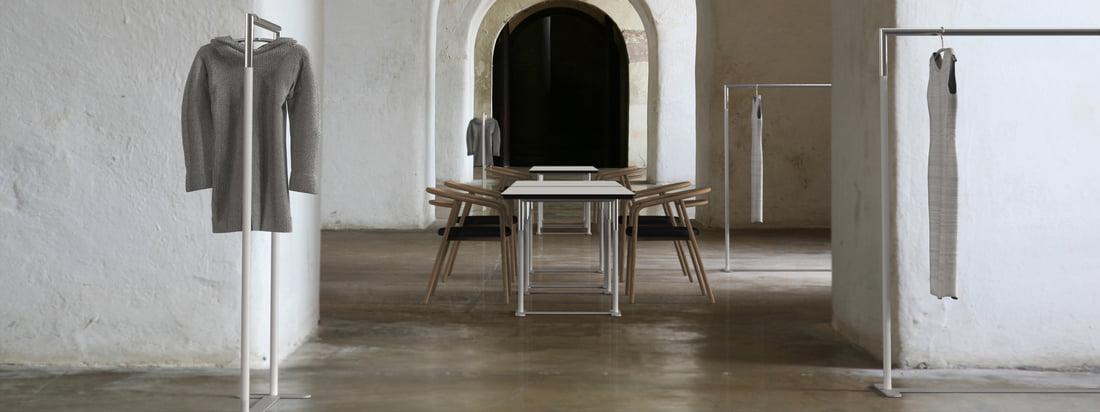 Das dänische Unternehmen Frost produziert innovative Produkte. Der Bukto C-stand Kleiderständer zeichnet sich durch klare Linien und schlankes Design aus.