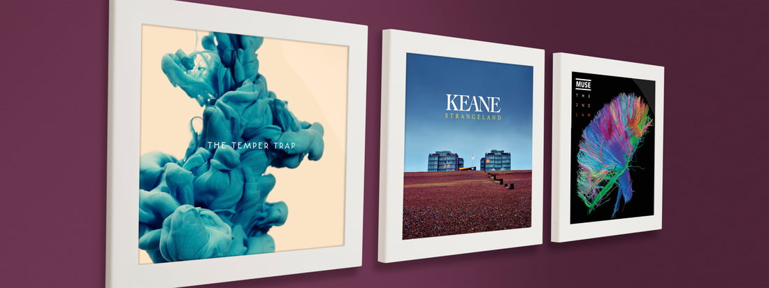 Der Flip Frame von Art Vinyl ist ein Klapp-Rahmen für Schallplattencover. Nebeneinander an der Wand werden die Sammlerstücke somit stilgerecht präsentiert.