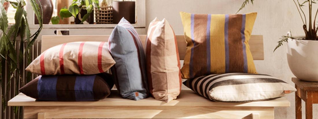 ferm Living ist nicht nur für ihre Küchenutensilien und Büro-Accessoires bekannt sondern verfügt auch über eine große Auswahl an Kissen und Decken um den Wohlfühlfaktor in den eigenen Vier Wänden zu erhöhen.