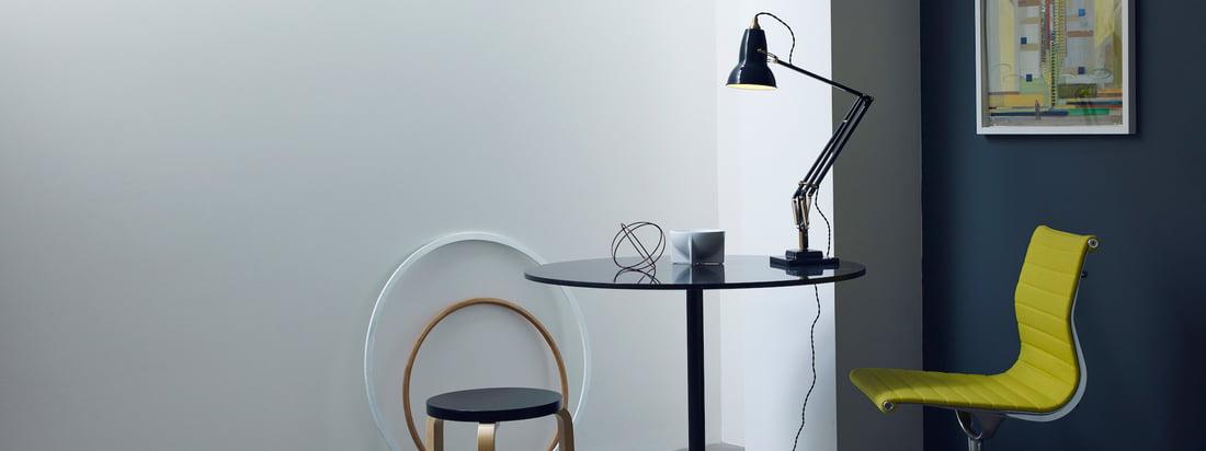Anglepoise stellt praktische Industrielampen her. Besonders bekannt ist die 1227 Lampe, die als Tischleuchte schönes, angenehmes Licht auf Ihren Schreibtisch wirft.