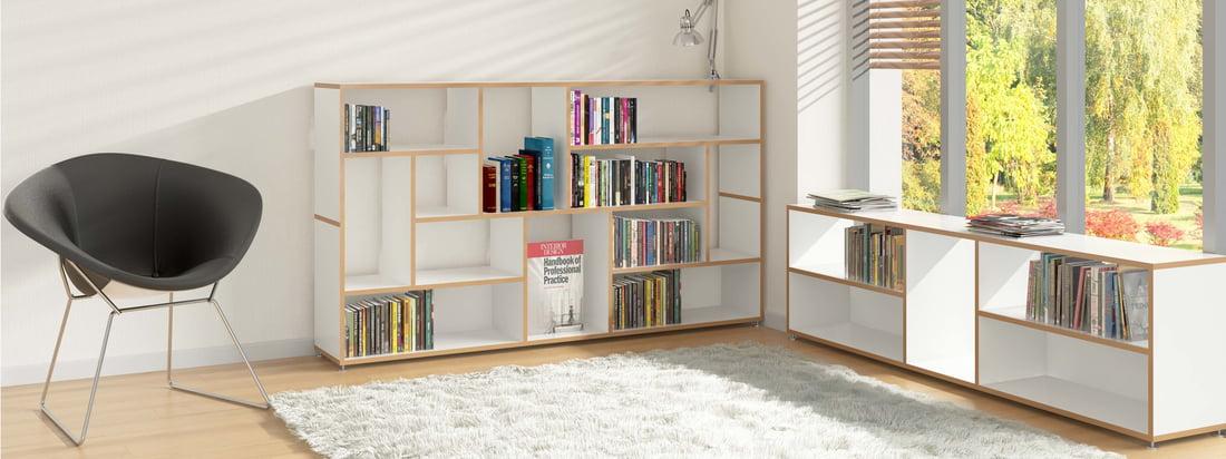 Um in Ruhe lesen zu können, braucht man einen Rückzugsort. Dieser befindet sich am besten gleich neben den Büchern, die zum Beispiel im Hanibal Sideboard von Tojo gelagert werden können.