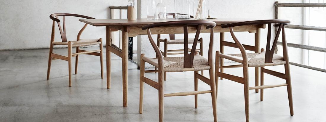 CH24 Wishbone Chair von Hans J. Wegner für Carl Hansen: Die schlichte Anmutung lässt kaum erahnen, dass zur Herstellung des Stuhls 100 Einzelschritte nötig sind.