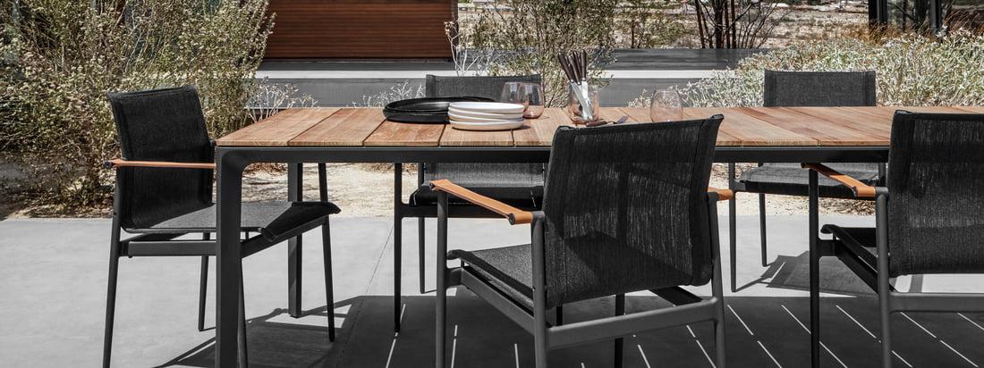 Die Gloster - 180 Lounge-Serie in der Ambienteansicht. Mit den 180 Lounge Chairs, Liegen und Stühlen lässt sich eine attraktive Lounge Ecke kreieren, die zum entspannten Verweilen einlädt und jedes Outdoor Ambiente stilvoll aufwertet.