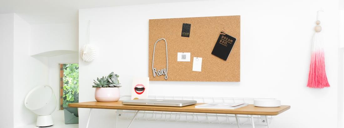 Nachrichtentafel mit Zubehör von Design Letters: Die Nachrichtentafel wird durch Icons, Buchstaben und die Halterung optimal ergänzt und individuell gestaltet.
