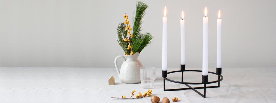 yunic - 4Flames Kerzenständer- Situation - schwarz-dekoratiov-auf-Tisch