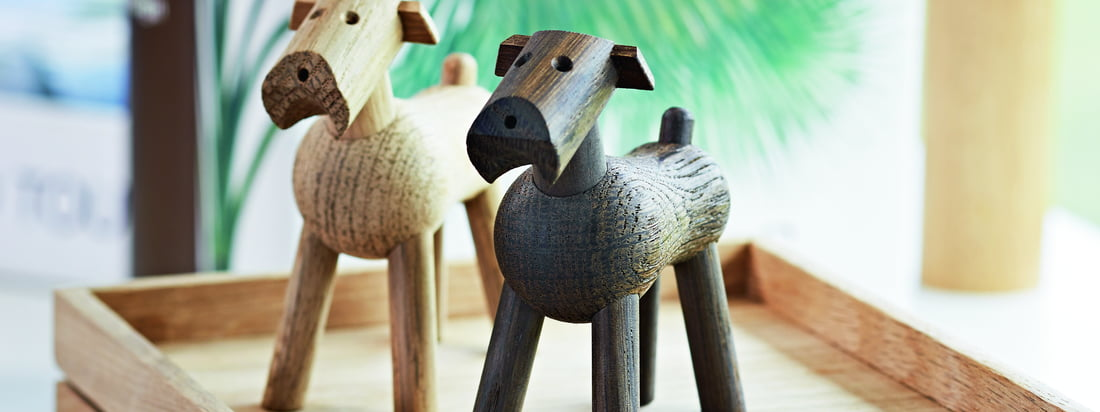 Die Entwürfe von Kay Bojesen sind hölzerne Stillleben, die den Raum beleben.