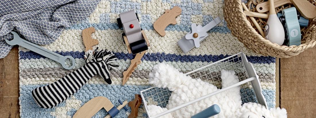 Mit der Mini Serie von Bloomingville sind der Fantasie im Kinderzimmer keine Grenzen gesetzt. Die Mini Serie steht für hochwertige Kindermöbel und Accessoires aus Natur-Materialien.