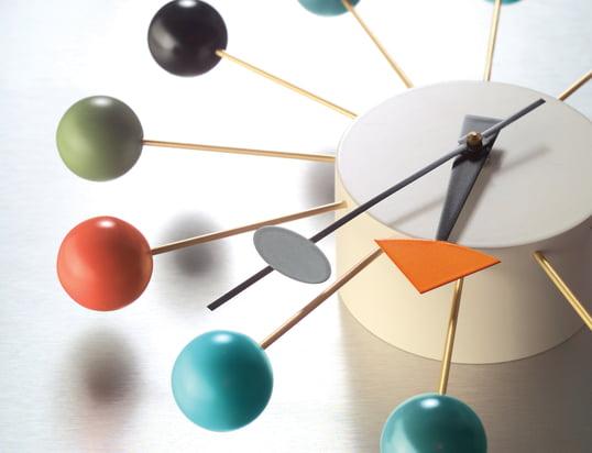 Entdecken Sie eine Vielzahl von Weckern, Tisch-, Wand- und Armbanduhren!