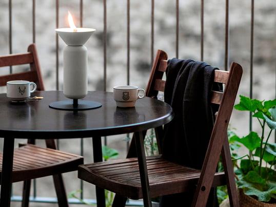 Das Balkon-Design der Firma Weishäupl weiß auch bei wenig Platz durch ihr schönes und funktionelles Design zu überzeugen. Wie hier mit dem Balcony Stuhl und dem Balcony Klapptisch in Teak.