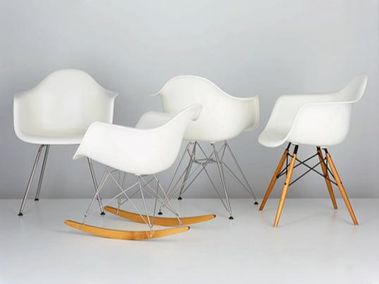 Ohne Zweifel gehören die Plastic Chairs von Charles & Ray Eames zu den außergewöhnlichsten Designstücken des 20. Jahrhunderts. Kombiniert mit verschiedenen Untergestellen entstehen Stühle mit unterschiedlichen Charakterisitka.