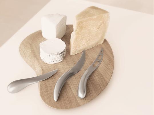 Für Liebhaber sind Käsemesser oder Käseschneider unverzichtbare Küchenhelfer. Ihre besonderen Formen und Schliffe erleichtern das Zubereiten von Weich- und Hartkäse.