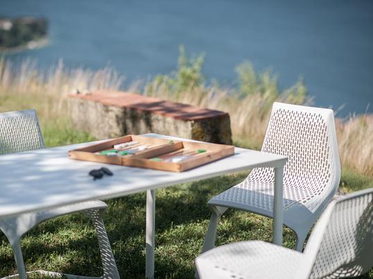 Der Myto Stuhl ist ein Projekt von Plank, BASF und Konstantin Grcic. Sie haben diese Ikone der Designgeschichte neu interpretiert und durch edle Materialien neue Maßstäbe gesetzt.