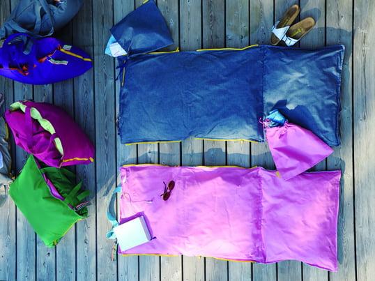 Der Hhooboz Pillowbag ist eine superleichte, sportilch-elegante Mehrzweck-Sitz und Liegetasche für unterwegs. Zusammengefaltet ist der Pillowbag eine Tragetasche mit viel Stauraum.
