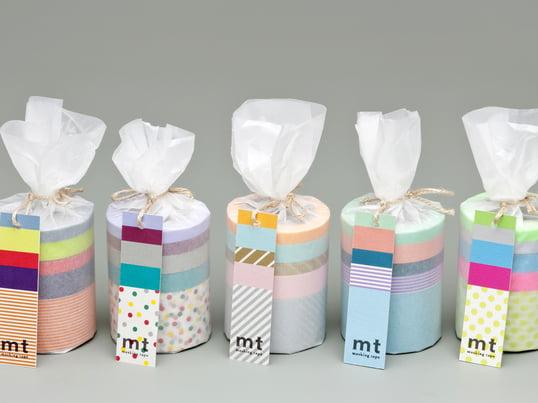 Masking Tape, ein filigranes Kreppband - gibt es seit 2006 in verschiedensten Farben, mit bunten Mustern und in unterschiedlichen Zusammensetzungen - zum Dekorieren und Basteln.