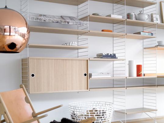 Mit dem Regalsystem von String können Sie Ihrer Kreativität freien Lauf lassen. Die Leitern und Regalböden sind in verschiedenen Farben und Materialien erhältlich und können individuell miteinander verbunden werden.