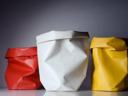 L&Z Roll up von Michel Charlot in rot, weiß und gelb sind praktische Papierkörbe, Wäschekörbe, Übertöpfe für Blumen oder Aufbewahrungsbehälter für Spielzeug.