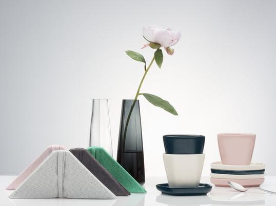 Finnische Handwerkskunst Trifft Auf Asiatisches Ambiente: Die Vase, Teller,  Tischsets Und Serviette Vom