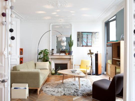 Mit dem Sofa und Sessel aus der Fifties Kollektion von Red Edition lassen Sie den Stil der 50er Jahre einziehen. Vor allem der Nierentisch als Couchtisch verbreitet Retro-Flair.