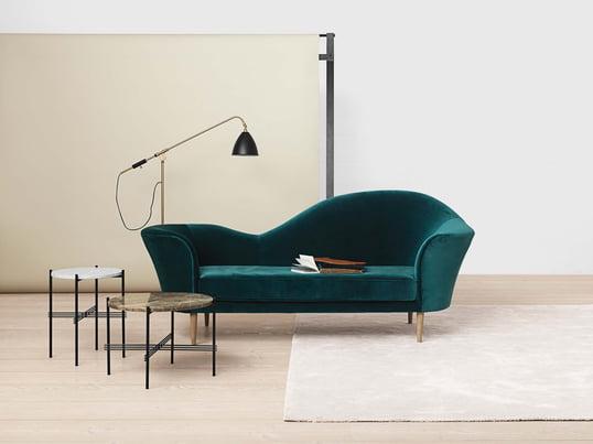 Das Sofa fügt sich dank seines Aussehens im Art déco Look optimal in viele verschiedenen Raumsituationen ein und wird so schnell zum Mittelpunkt in jedem Raum. Ergänzt wird das Sofa durch die TS Couchtische