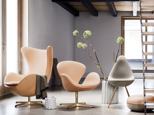 Zum 60. Jubiläum gibt es den Ei Sessel, den Schwan Sessel, den Drop Stuhl und den Pouf Cecilie Manz von Fritz Hansen in besonderer Ausführung als Limited Edition.