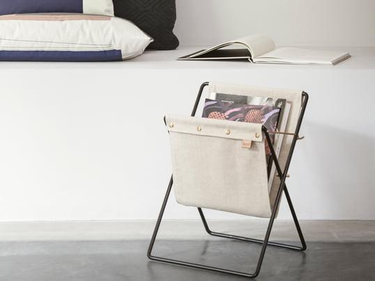 Der Herman Magazinhalter von ferm Living bewahrt Ihre Zeitschriften und Zeitungen elegant auf. Der Zeitungsständer in Vintage-Optik wird aus Baumwolle gefertigt.