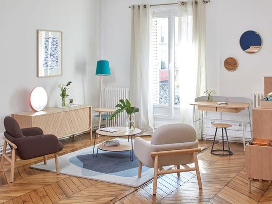 Der platzsparende Schreibtisch Victor von Hartô integriert sich wunderbar in den Wohnbereich. Ob als Ablagefläche oder Arbeitstisch - Victor ist multifunktional und sorgt für ein helles, natürliches Ambiente.