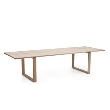 Fritz Hansen Essay Table