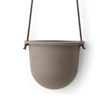 Der Hanging Vessel hängender Keramikblumentopf von Menu in taupe.