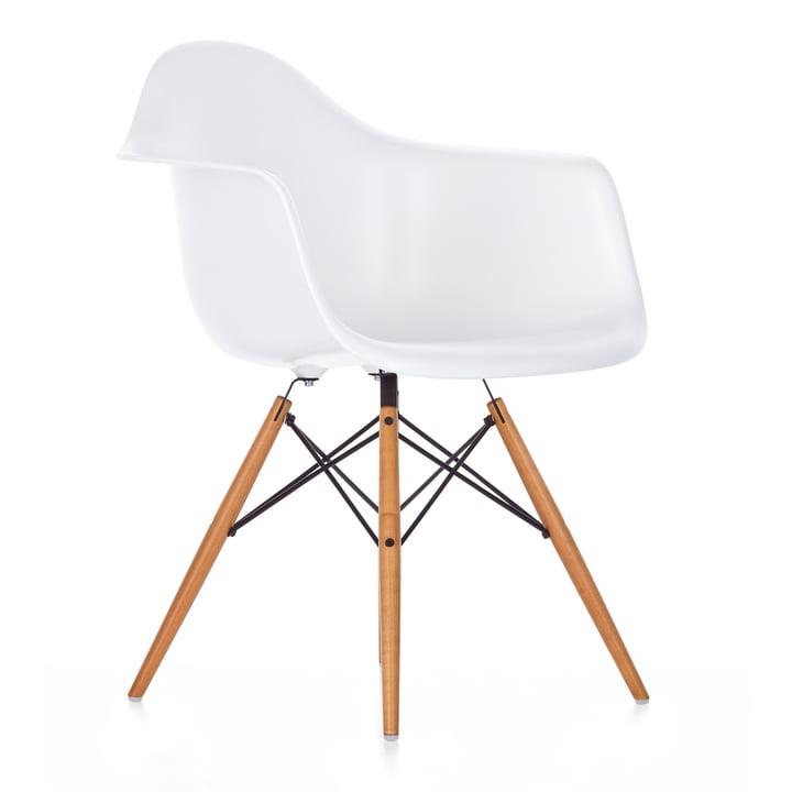 Eames Plastic Armchair DAW von Vitra -  Ahorn gelblich / weiß, Filzgleiter