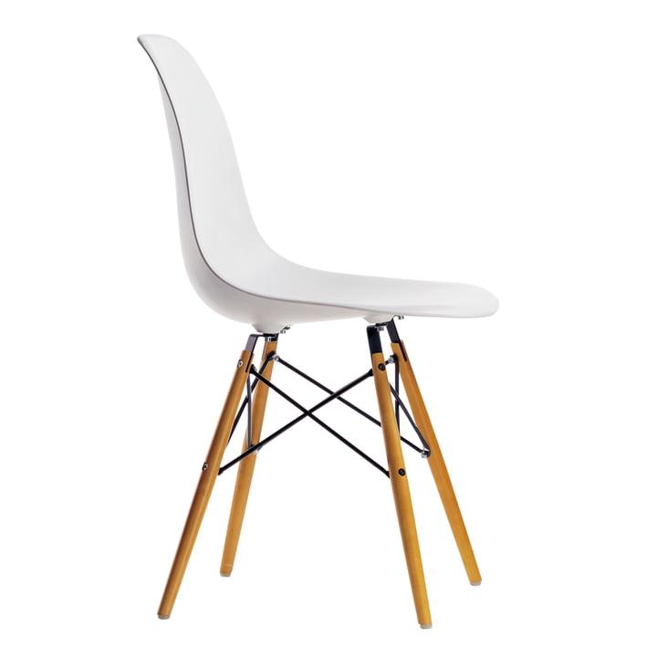 Eames Plastic Side Chair DSW von Vitra in Ahorn gelblich / Weiß