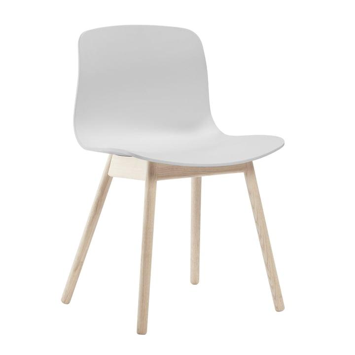 About A Chair AAC 12 von Hay in Eiche geseift / Weiß