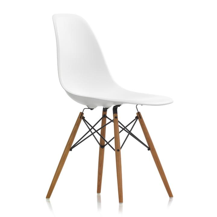 Eames Plastic Side Chair DSW von Vitra in Esche honigfarben / weiß