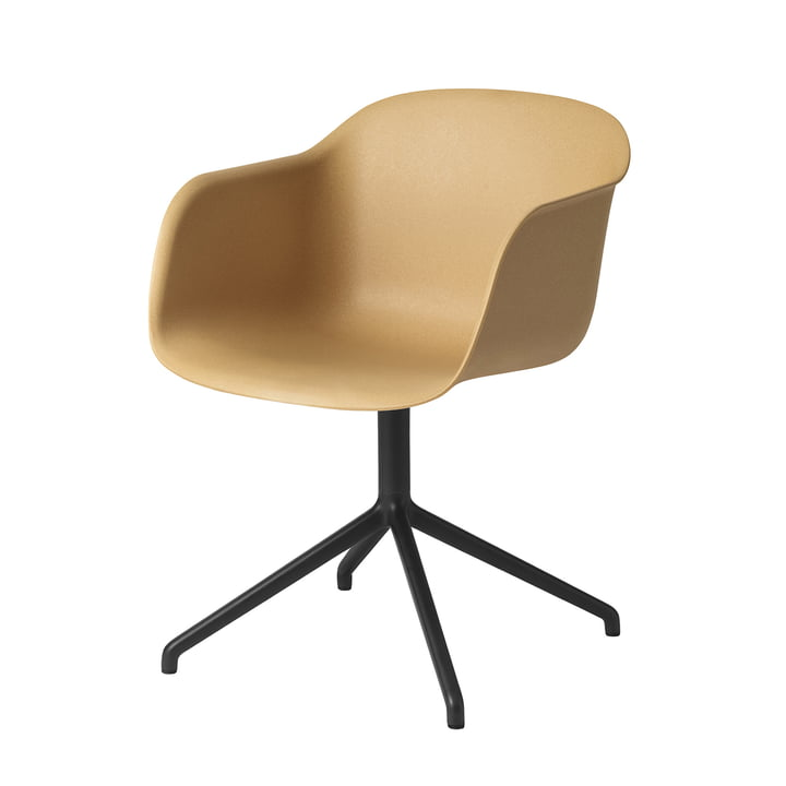 Fiber Chair Swivel Base von Muuto in schwarz / ocker