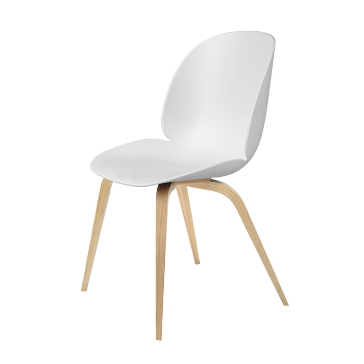 Beetle Dining Chair Wood Base von Gubi in Eiche / Weiß