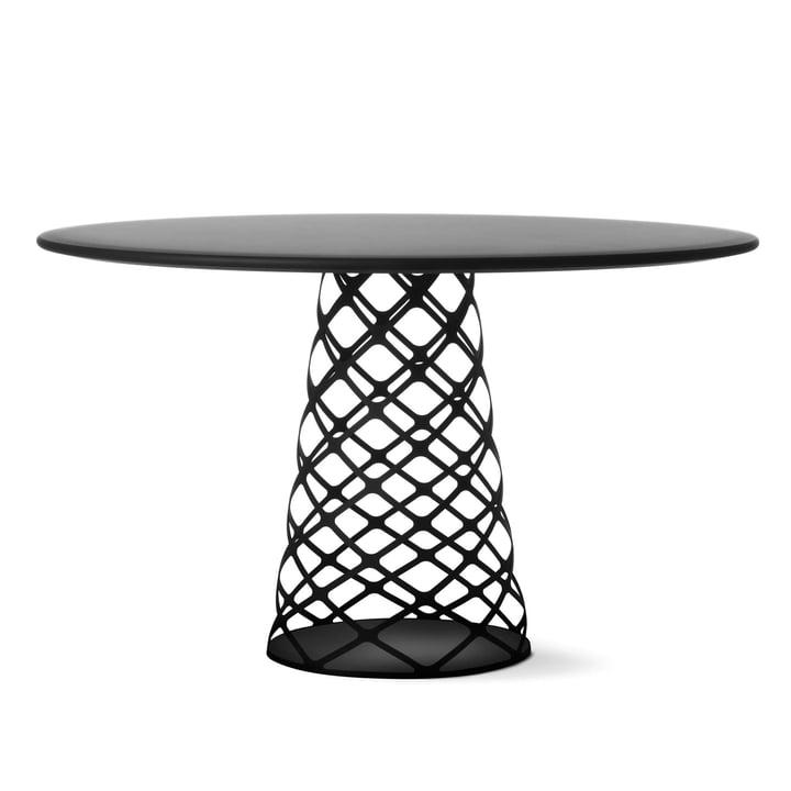 Aoyama Esstisch Ø 120 cm von Gubi mit Untergestell in Schwarz / Tischplatte Esche schwarz gebeizt