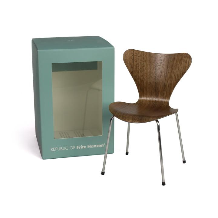 Miniatur Serie 7 Stuhl von Fritz Hansen in Walnuss