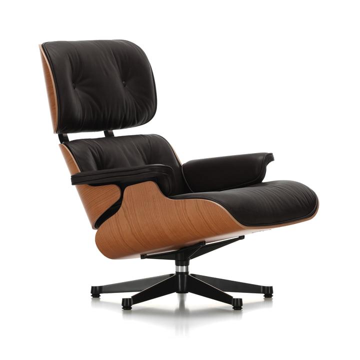 Vitra - Lounge Chair, poliert / Seiten schwarz, Amerikanischer Kirschbaum, Leder Premium nero, Filzgleiter (klassische Maße)