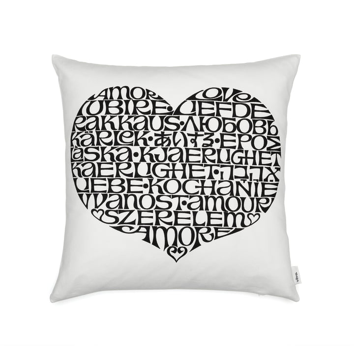 Graphic Print Pillow 40 x 40 cm International Love Heart von Vitra in schwarz / weiß