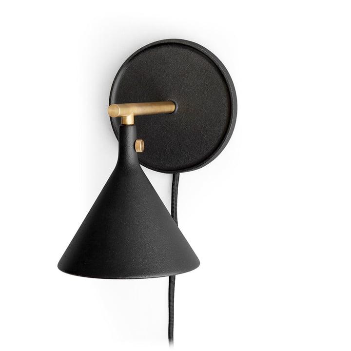 Cast Sconce Wandleuchte in schwarz von Menu