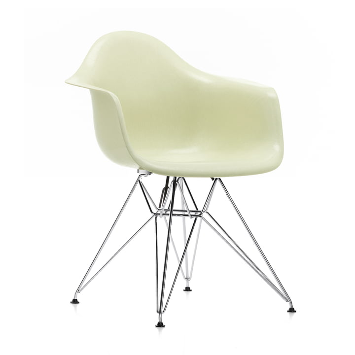Eames Fiberglass Armchair DAR von Vitra in verchromt / Eames parchment