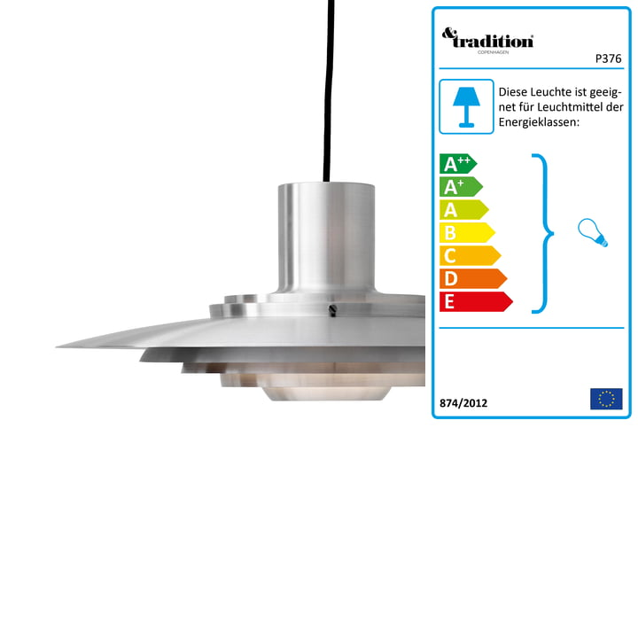 P376 Pendelleuchte, KF1 / Aluminium von &tradition Die Leuchte besteht aus gebürstetem Aluminium und erhält dadurch eine