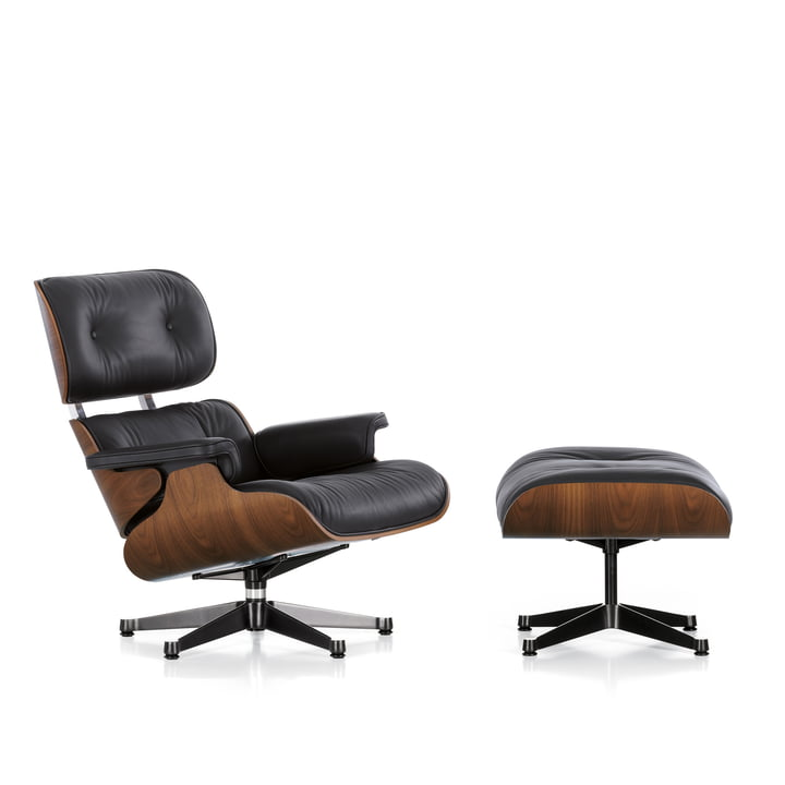 Vitra - Lounge Chair & Ottomann, Nussbaum schwarz pigmentiert, poliert / Seiten schwarz, Leder Premium F nero, Filzgleiter (neue Maße) - Freisteller